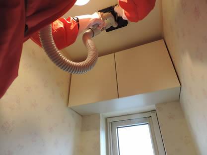 トイレ-作業手順追加 換気扇、照明のカバーなど、可能な部分を取り外し、拭き上げます。